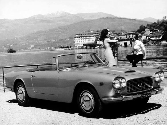 Al lago in auto d'epoca