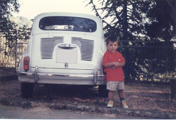 Il figlio di Giuseppe con Fiat 600 D nel 2000